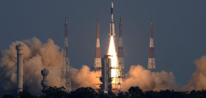 Start indyjskiej rakiety z telekomunikacyjnym GSat-7A