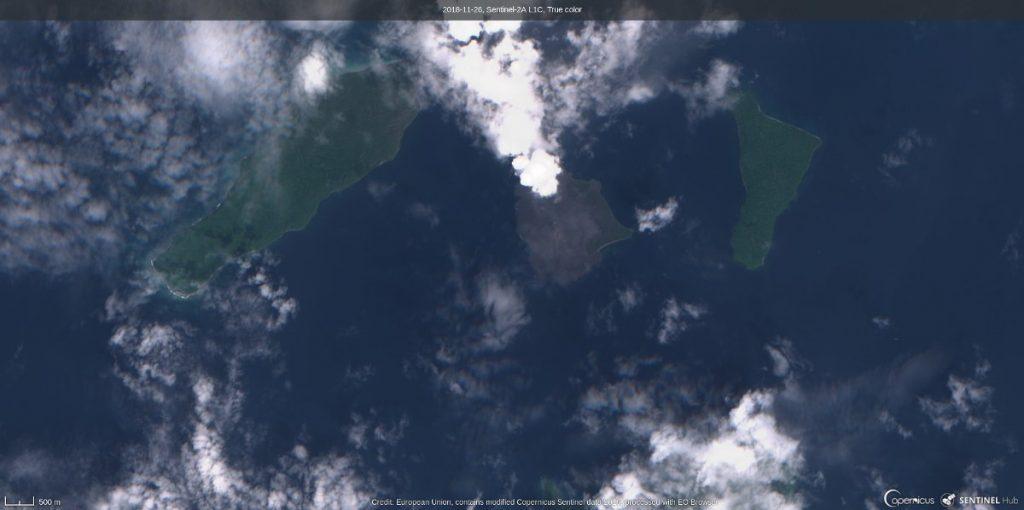 Anak Krakatau przed erupcją wulkanu (zdjęcie z 26 listopada 2018) / Credits - Komisja Europejska, Sentinel Hub, EO Browser