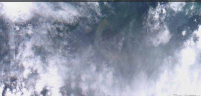 Anak Krakatau po erupcji wulkanu (zdjęcie z 29 grudnia 2018) / Credits - Komisja Europejska, Sentinel Hub, EO Browser