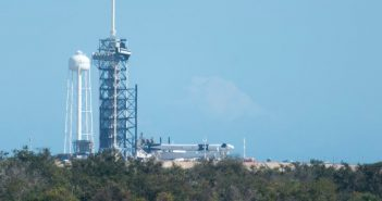 Rakieta Falcon 9 i kapsuła Dragon 2 na wyrzutni LC-39A - 03.01.2019 / Credits - Emre Kelly