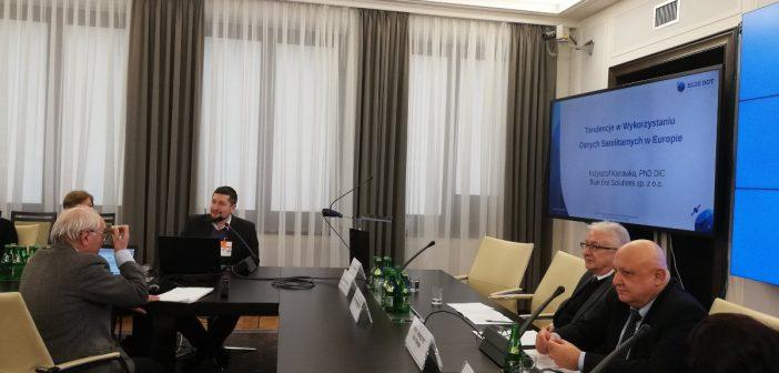 Prezentacja Krzysztofa Kanawki z Blue Dot Solutions / Credits - PSZ