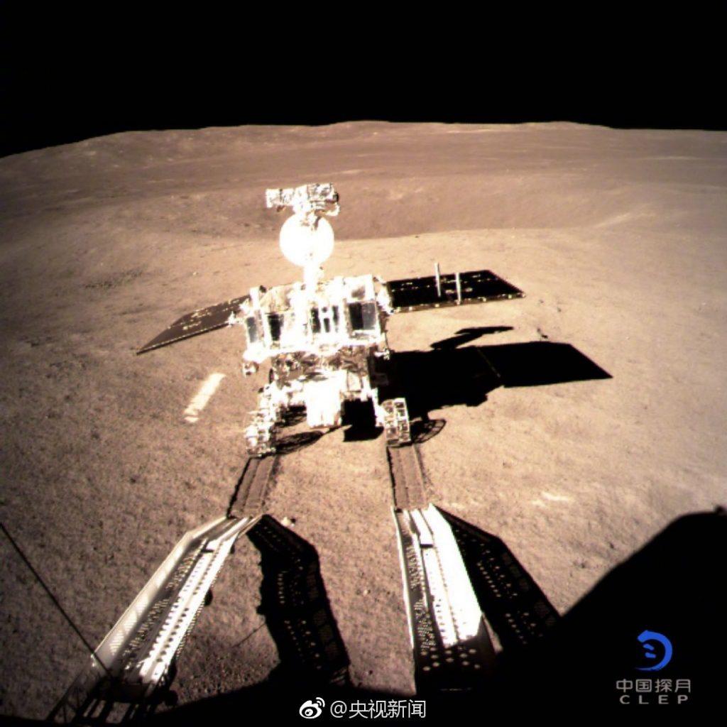 Yutu-2 na powierzchni Księżyca / CNSA