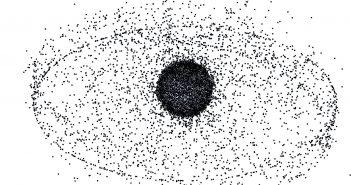 Wizualizacja obiektów na różnych orbitach, w tym na orbicie geostacjonarnej / Credits - NASA