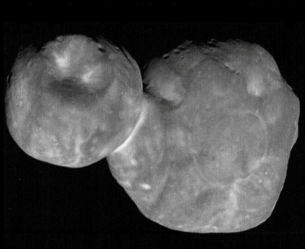 Obraz 2014 MU69 o najwyższej rozdzielczości, wykonany na kilka minut przed największym zbliżeniem podczas tego przelotu/ Credits - NASA/Johns Hopkins Applied Physics Laboratory/Southwest Research Institute, National Optical Astronomy Observatory
