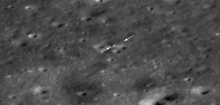 Zbliżenie (4x) na lądownik Chang'e 4 i łazik Yutu-2 z LRO / Credits - NASA/GSFC/Arizona State University