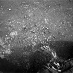 Jedno ze zdjęć z 15 lutego 2019 - koło łazika MSL i marsjański grunt / Credits - NASA/JPL-Caltech/MSSS