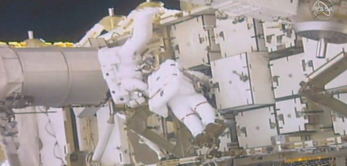 Prace podczas EVA-52 / Credits - NASA TV