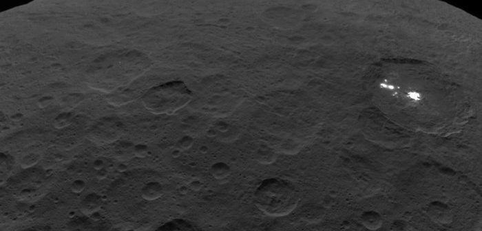 Jasne punkty na powierzchni Ceres / credits: NASA/JPL-Caltech/UCLA/MPS/DLR/IDA