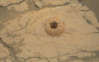 """Zbliżenie na wynik wiercenia w """"Aberlady"""" / Credits - NASA/JPL-Caltech/MSSS"""