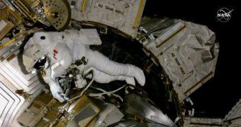 David Saint-Jacques pracuje na zewnątrz ISS - 08.04.2019 / Credits - NASA TV