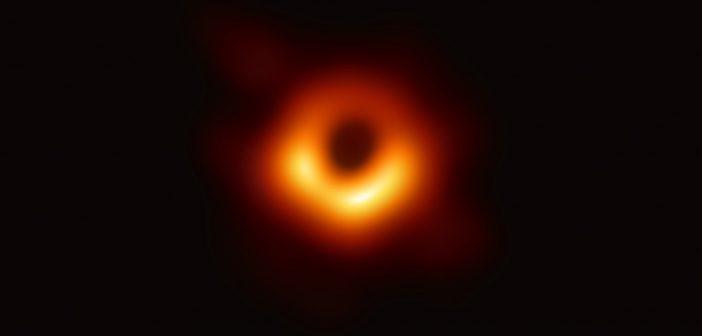 Pierwszy obraz czarnej dziury w galaktyce M87 / Credits - EHT Collaboration