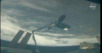 Cygnus NG-11 przechwycony przez ramię SSRMS / Credits - NASA TV