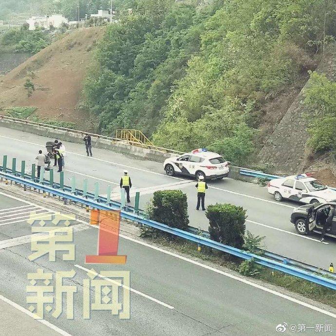 Fragment CZ-4B - spadek na autostradę / Credits - huanqiu