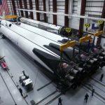 Przygotowania drugiego egzemplarza Falcona Heavy do startu / Credits - SpaceX