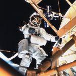 Owen Garriot podczas spaceru kosmicznego w trakcie misji Skylab-3 / Credits - NASA