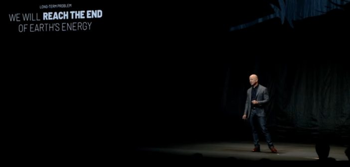 Jeff Bezos prezentuje lądownik Blue Moon / Credits - Blue Origin
