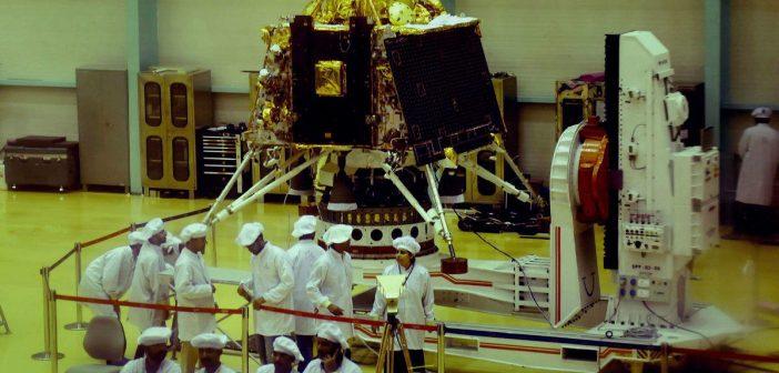 Prezentacja sprzętu do misji Chandrayaan 2 (czerwiec 2019) / Credits - Indyjskie Biuro Informacji
