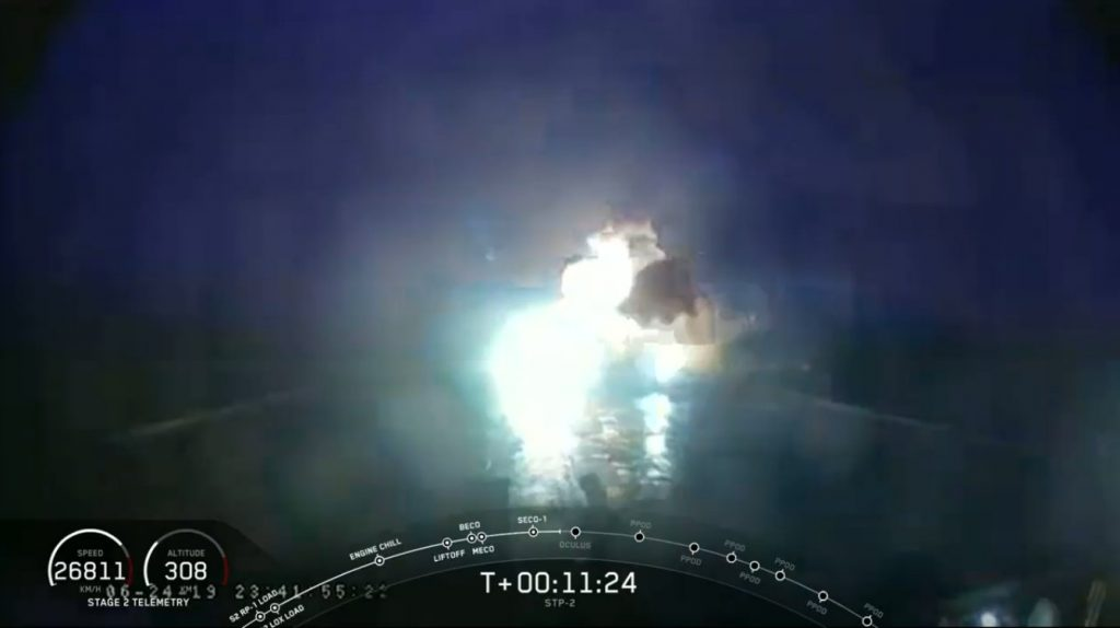 Eksplozja centralnego członu pierwszego stopnia Falcona Heavy nieopodal platformy morskiej - 25.06.2019 / Credits - SpaceX