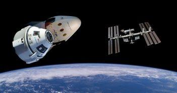 Kapsuły Dragon 2, CST-100 Starliner oraz ISS / Credits - NASA