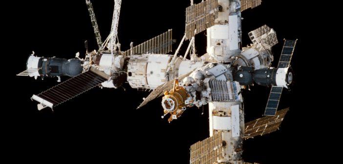Stacja kosmiczna Mir - obraz z 1998 roku / Credits - Roskosmos