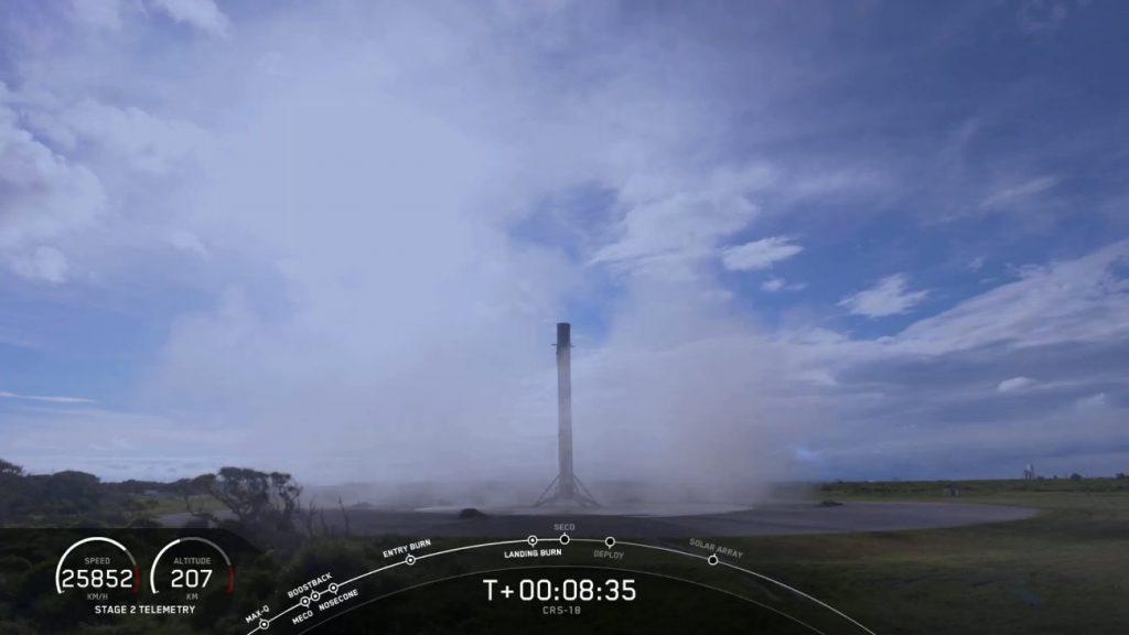 Pierwszy stopień Falcona 9 tuż po lądowaniu / Credits - SpaceX