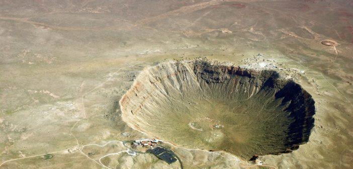 Krater Meteor w USA (średnica - 730 metrów), powstały wskutek uderzenia planetoidy o średnicy nie większej niż 50 metrów / Credits - Shane.torgerson