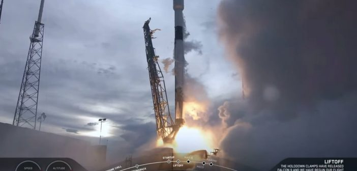 Start Falcona 9 z AMOS-17 / Credits - SpaceX