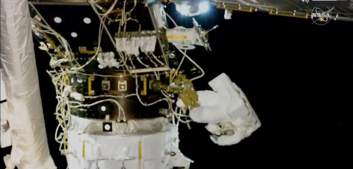 Prace przy PMA-3 i IDA-3 - spacer EVA-55 / Credits - NASA TV
