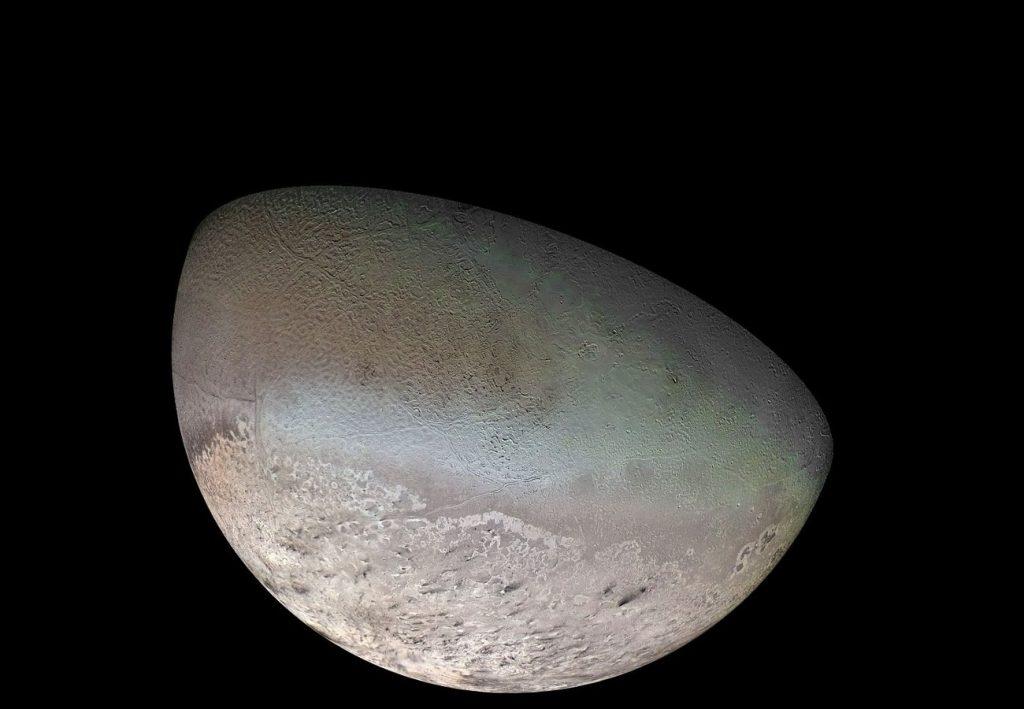 Mozaika Trytona z dostępnych zdjęć z sondy Voyager 2 / Credits - NASA/JPL/USGS