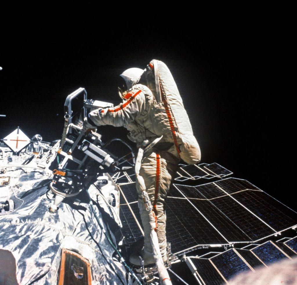 Swietłana Sawickaja podczas spaceru kosmicznego