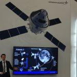 Przedstawiciel Lockheed Martin prezentuje misję Artemis 3 / Credits - kosmonauta.net
