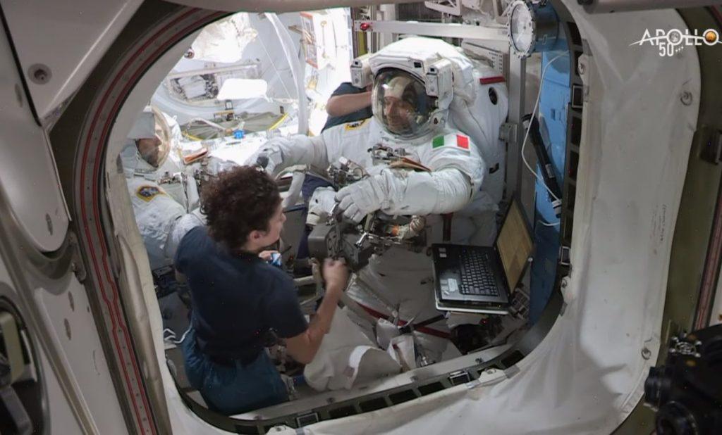 Luca Parmitano przed spacerem EVA-60 / Credits - NASA TV