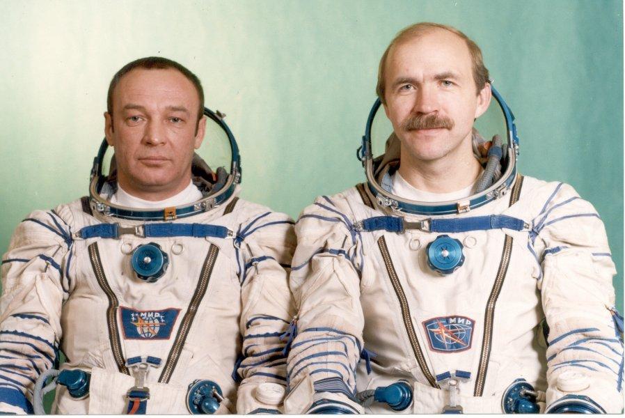 Załoga Sojuza TM-16: Giennadij Мanakow i Aleksandr Poleszczuk  Credits:  РИА Новости / Владимир Родионов