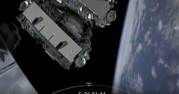 Satelity Starlink tuż po uwolnieniu od górnego stopnia Falcona 9 - 07.01.2020 / Credits - SpaceX