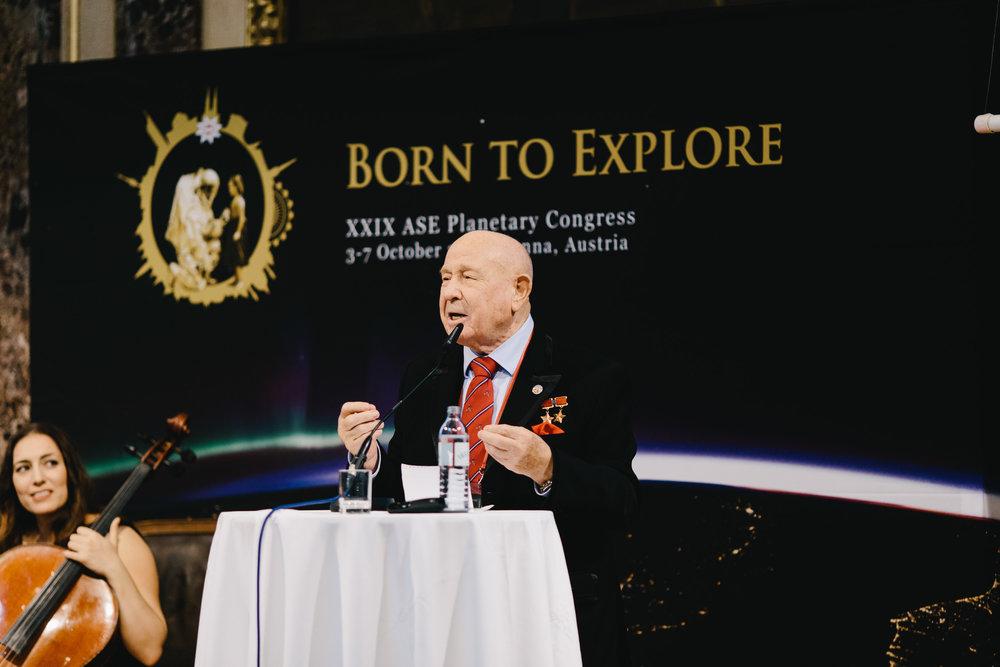 Aleksiej Leonow przemawiający na XXIX Kongresie ASE w 2016 roku w Austrii. Credits: ASE