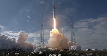 Start Falcona 9 z piątą paczką satelitów Starlink / Credits - SpaceX