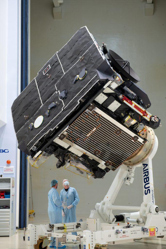 Sonda Solar Orbiter podczas finalnych testów w Niemczech, poprzedzających wysłanie próbnika na Przylądek Canaveral (Floryda, USA). Fot. ESA.