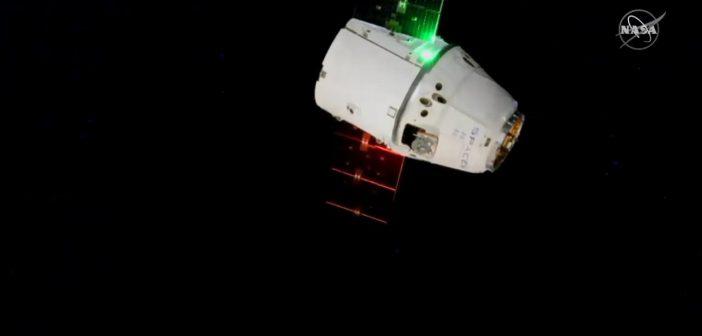 Kapsuła Dragon zbliża się do ISS - 9 marca 2020 / Credits - NASA TV