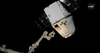 Dragon oddala się od ISS - misja CRS-20 (07.04.2020) / Credits - NASA TV