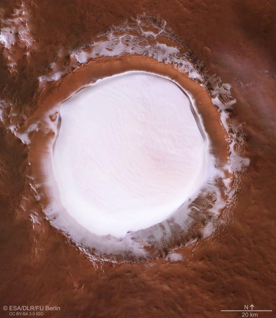 Krater Korolow - obraz z danych europejskiego orbitera Mars Express / Credits - ESA/DLR/FU Berlin
