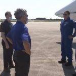 Załoga misji SpX-DM2 po dotarciu na Florydę - 20.05.2020 / Credits - NASA TV