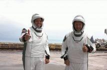 Robert Behnken oraz Douglas Hurley przy wyrzutni LC-39A - 25.05.2020 / Credits - NASA TV