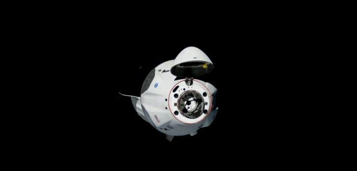 Końcowe etapy zbliżania Dragona 2 w misji SpX-DM2 do ISS - 31.05.2020 / Credits -NASA TV, SpaceX