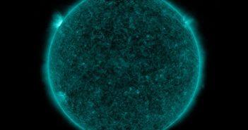 Obraz tarczy słonecznej 6 minut po rozbłysku klasy M1.1 / Credits -NASA, SDO