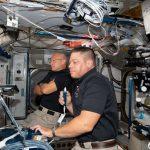 Astronauci misji SpX-DM2 - już na pokładzie ISS - zdjęcie z 1 czerwca 2020 / Credits - NASA