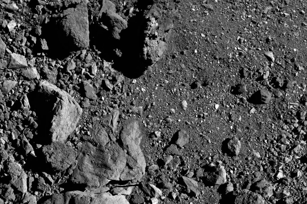 Obszar nieco na zachód od lądowiska Nightingale – widoczne są coraz większe głazy / Credits – NASA/Goddard/University of Arizona