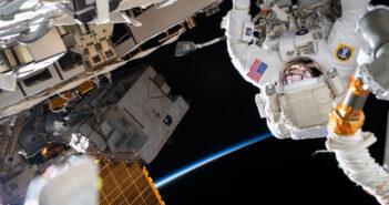 Spacer kosmiczny EVA-68