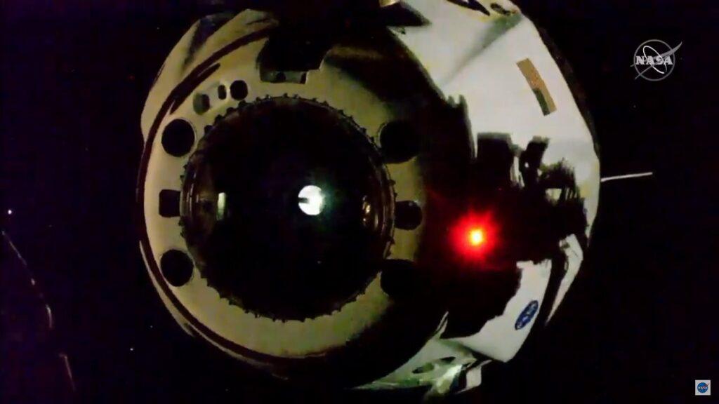 Ujęcie tuż po odłączeniu Dragona 2 od ISS - 2 sierpnia 2020 / Credits - NASA TV