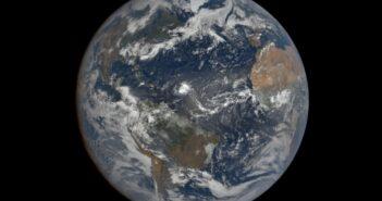 Spijrzenie na Atlantyk z 14 sierpnia 2020 - w środkowej części zdjęcia widać sztorm tropikalny Josephine / Credits - NASA, DSCOVR/EPIC