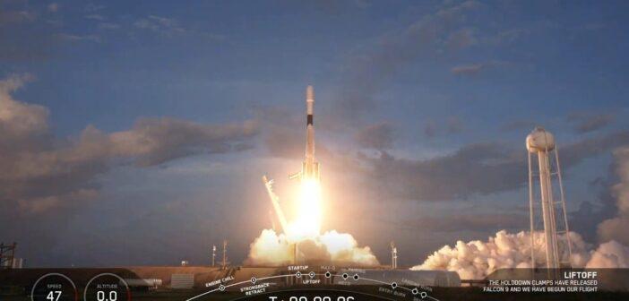 Start rakiety Falcon 9 z trzynastą paczką satelitów Starlink / Credits - SpaceX